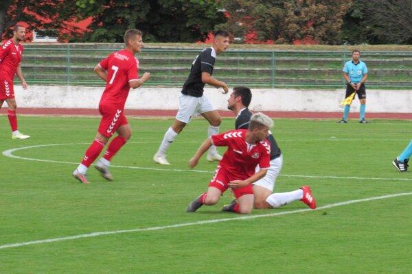 Považská Bystrica (v červenom) brala z Nového Mesta nad Váhom všetky body.
