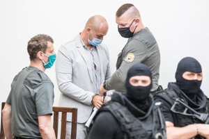Najvyšší súd v júli poslal Norberta Bödöra do väzby v kauze Dobytkár, kde ide o úplatky v súvislosti s eurofondmi. Bödör je obvinený, že peniaze končili u neho.