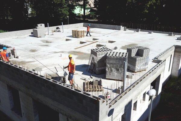 S výstavbou začali v marci.