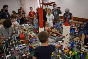 Legové mestečko tvorí vyše pol milióna kociek.