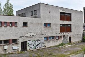Časť niekdajšieho hotela SZM (Lile) na Valkove.