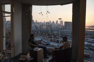 Bejrút sa z ničivého výbuchu stále spamätáva.