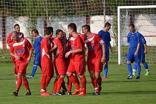 Po prehre 1:4 v Hrušovanoch futbalisti KFC TIBI doma zaknihovali víťazstvo rovnakým pomerom.