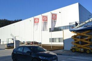 Vlani pribudlo viacero výrobných hál niekoľkých firiem.
