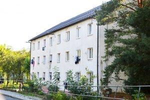 Všetkých 140 obyvateľov tejto vranovskej bytovky otestujú.
