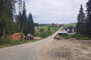 Jedna z ciest v Novoti, ktorý fyzicky existuje, ale právne nie.