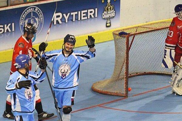 Patrik Martiška (v modrom druhý zľava) pečatil výsledok.