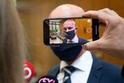 Minister školstva Branislav Gröhling (SaS) prichádza na zasadnutie Ústredného krízového štábu 25. augusta 2020 v Bratislave.