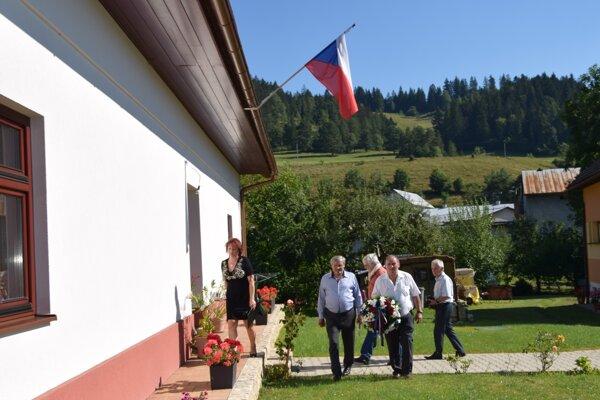 Samčíkov dom, 21. augusta 1944 tu bola vyvesená československá zástava. Ani na túto udalosť  Sklabinčania nezabudli.