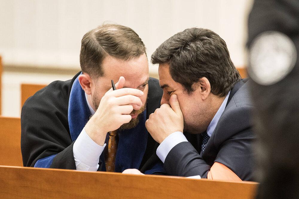 13. január 2020. Marian Kočner sa radí so svojím právnikom Marekom Parom.