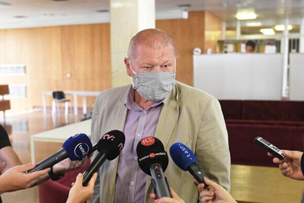 Starosta Čerhova Jaroslav Bajužik na stretnutí akcionárov v Košiciach.