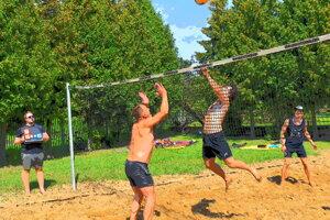 Krásne momenty amatérskeho turnaja v plážovom volejbale.