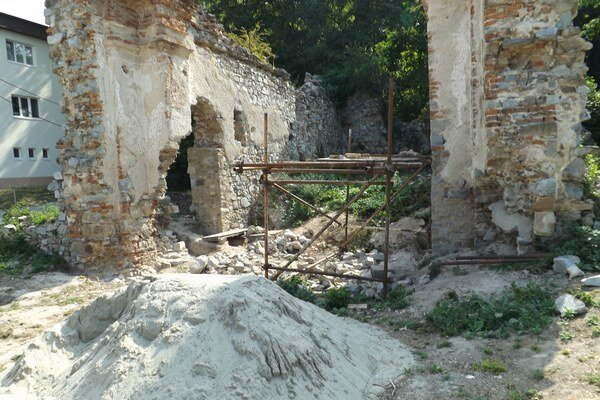Ruinu kostola zo 17. storočia začali konzervovať.
