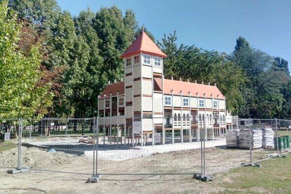 Najnovšie ihrisko Cultplay stavajú v Kolárove. Odkazovať bude na starú pevnosť v maďarskej Tate.
