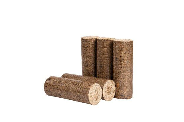 Vysoký tlak pri lisovaní a nízka vlhkosť pilín, z ktorých sa brikety vyrábajú, sú zárukou efektívneho kúrenia.