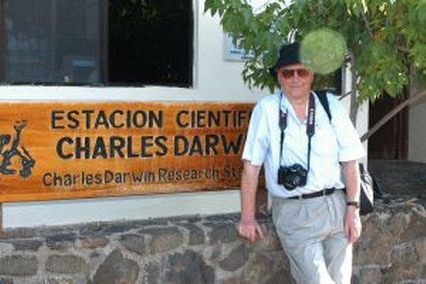 Cestovateľ a fotograf Vojtech Rušin na Galapágoch.