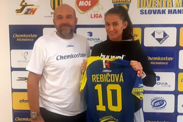 Marianna Rebičová s trénerom Petrom Dávidom. V Iuvente bude opäť nosiť dres s číslom 10.
