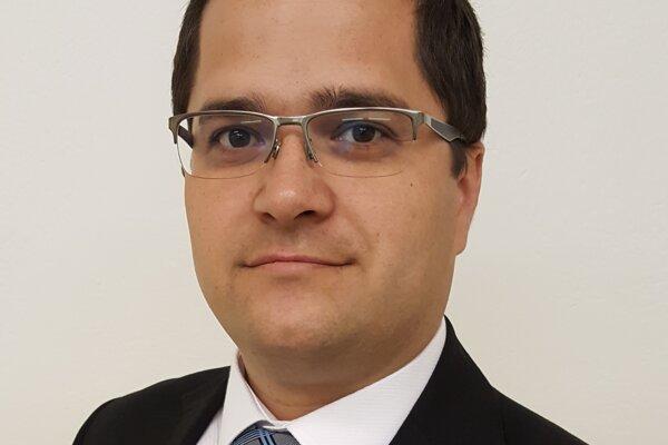 TOMÁŠ BRESTOVIČ je profesorom na Katedre energetickej techniky Strojníckej fakulty Technickej univerzity v Košiciach.