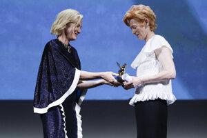 Predsedníčka poroty Cate Blanchettová a herečka Tilda Swintonová.