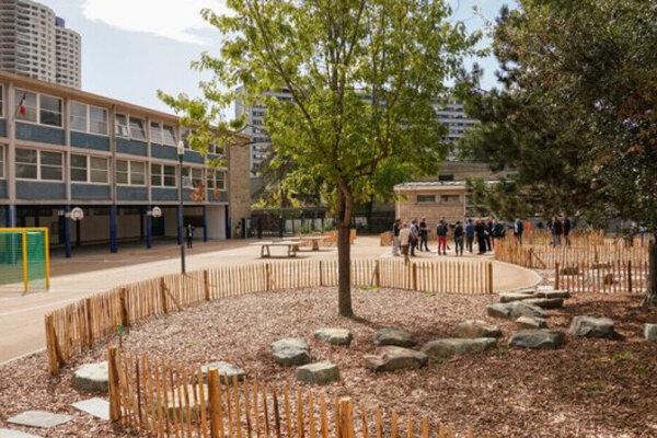 Rodovo neutrálne ihrisko v jednej zo škôl vo francúzskom Rennes, ovládanom radikálnou ľavicou.