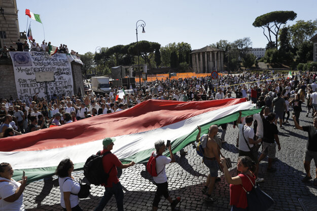 V Ríme sa konal protest popieračov pandémie.