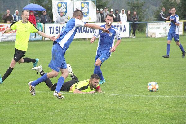 Defenzíva Vavrečky nedovolila susedom z Oravskej Jasenice skórovať.