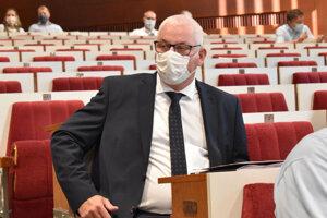 Generálny riaditeľ DPMK Vladimír Padyšák na júlovom zastupiteľstve, kde ho poslanci definitívne potvrdili vo funkcii.