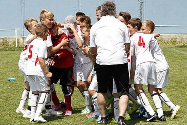 Radosť chlapcov z Chrenovej po zvládnutom penaltovom rozstrele vo finále.
