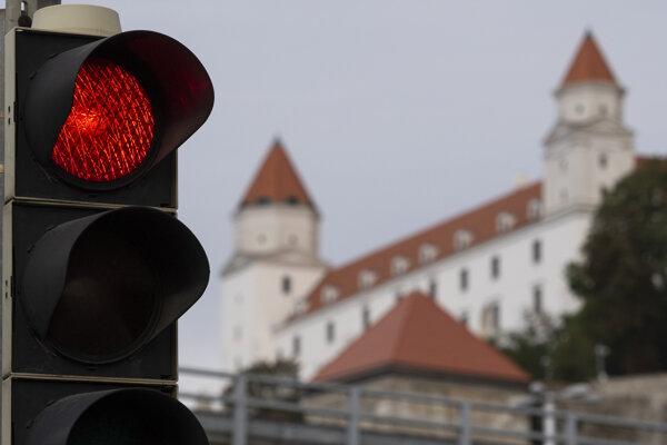 Bratislave svieti na covid semafóre červená.