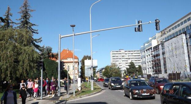 Semafory sú aj na minipriechode pre chodcov vedľa prokuratúry.