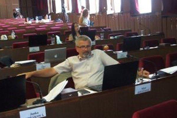 Nezávislý Miloš Dovičovič nie je zaradený v žiadnom poslaneckom klube.
