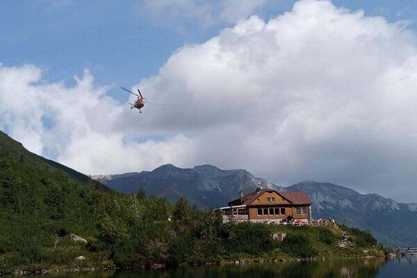 Leteckí záchranári počas zásahu.