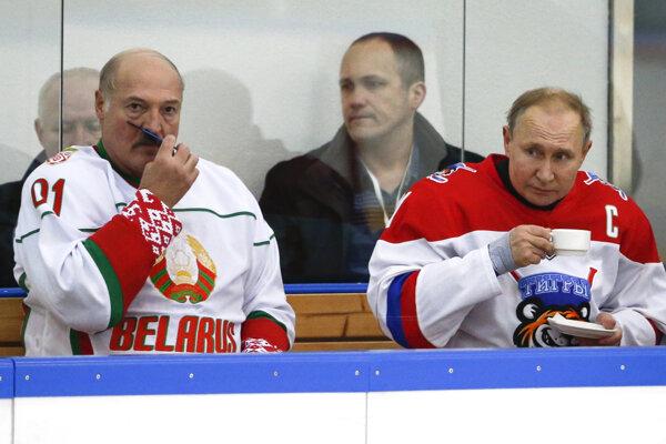 Lukašenka s Putinom spája aj vzťah k hokeju.