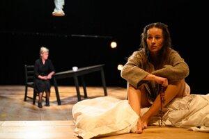 Snímka z inscenácie Hriech/ Její pastorkyňa v SND, ktorá mala premiéru 13. septembra. Ďalšie predstavenia sú ohrozené.