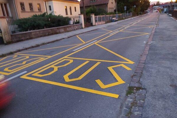 Dočasne presunuté autobusové zastávky.