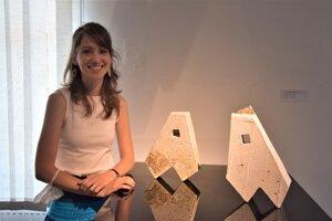 Eva Stramska Srníková z Lučenca sa tiež zúčastnila keramického sympózia a má vystavené veci, ktoré počas neho vytvorila.