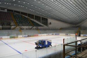 Zimný štadión po dvoch rokoch opäť slúži športovcom. Kompletne bola vynovená strecha štadióna.