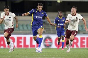 Momentka zo zápasu Hellas Verona - AS Rím.