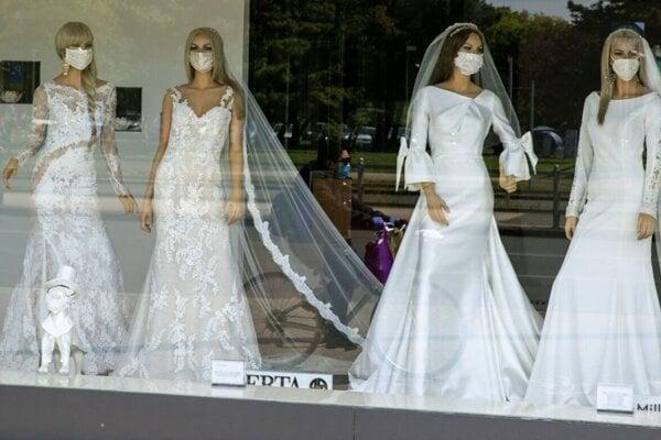 Koronavírus výrazne obmedzil aj svadby.