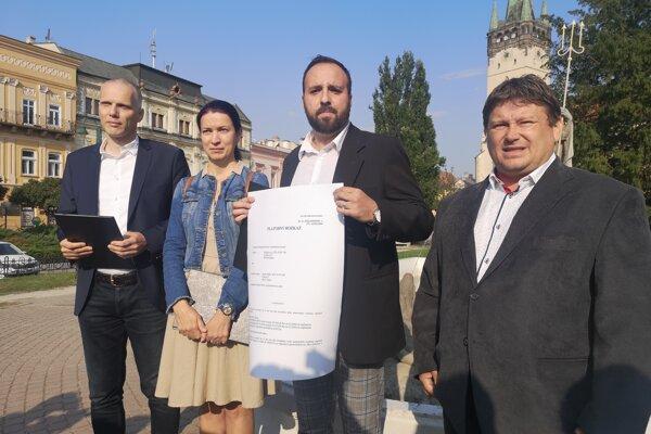 Poslanecký klub žiada odstúpenie primátorky pri kauze preplácania faktúr za búracie práce na Mukačevskej ulici.
