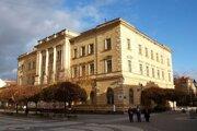 Mesto Komárno dlho nevedelo budovu predať.