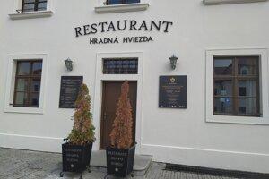 Reštaurácie na hrade položila kríza, parlament prišiel o nájomné