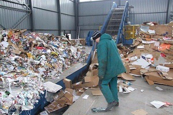 Odpady sú v Moravciach stále problémom.