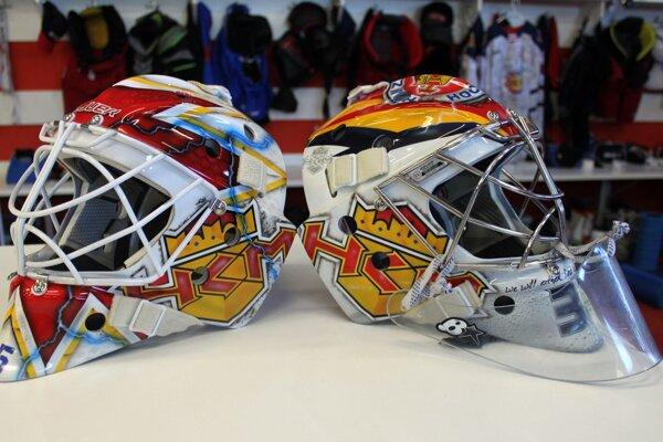 Masky Robina Rahma (vpravo) a Adama Trenčana (vľavo) pre sezónu 2020/2021.