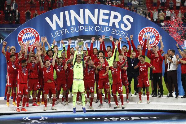 Bayern Mníchov slávi víťazstvo v európskom Superpohári.