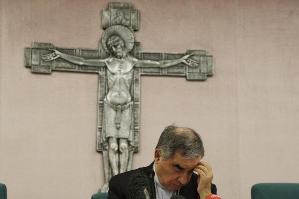Vatikán opúšťa vplyvný kardinál. Zaplietol sa do finančného škandálu