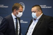 Predseda vlády Igor Matovič (OĽaNO) a hlavný hygienik Ján Mikas.