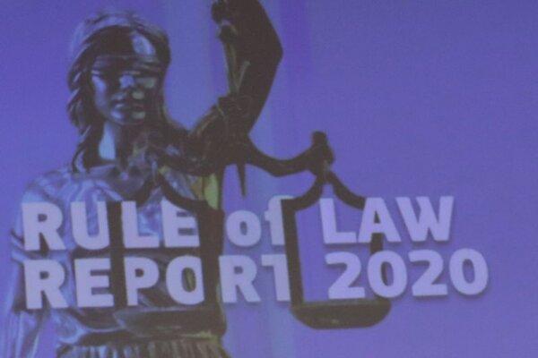 Logo Správy o stave justície v krajinách EÚ, ktorú na pôde Európskej komisie predniesla Věra Jourová, euromkomisárka  pre hodnoty a transparentnosť.