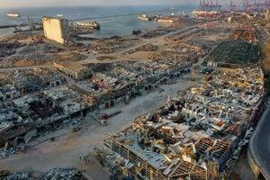 Zničený prístav v Bejrúte.