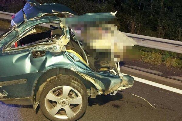 Hrozivo vyzerajúca nehoda si vyžiadala ľudský život.